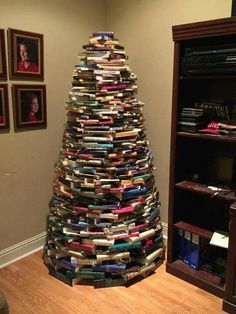 Creative DIY Book Projects – Page 2 – Craft projects for every fan! Book Christmas Tree, Book Tree, All Things Christmas, Christmas Time, Merry Christmas, Christmas Ideas, Holiday Ideas, Xmas Trees, Tree Tree