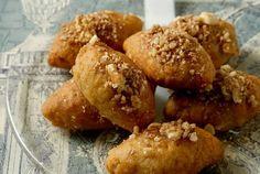 5 Must Taste Greek Christmas Recipes Greek Sweets, Greek Desserts, Greek Recipes, Greek Cookies, Honey Cookies, Vegan Dessert Recipes, Delicious Desserts, Desert Recipes, Traditional Christmas Food
