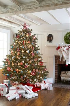 Red and White Christmas Decorations - Red Christmas Decorating Ideas - Good Housekeeping Metal Christmas Tree, Tabletop Christmas Tree, Beautiful Christmas Trees, Noel Christmas, Christmas Balls, Christmas Tree Decorations, White Christmas, Christmas Lights, Victorian Christmas