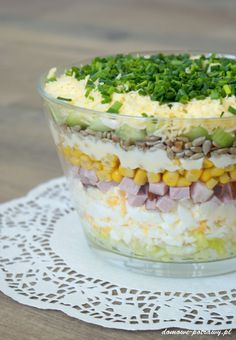 Layered salad with egg, ham and cucumber - Aniołki - Makaron Spinach Recipes, Salad Recipes, Vegetarian Recipes, Cooking Recipes, Healthy Recipes, B Food, Rabbit Food, No Cook Meals, Food And Drink