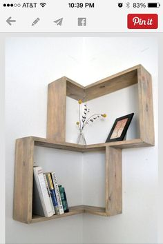Corner shelving designs that save space and give a modern look .- Eckregale Designs, die Raum sparen und modernen Look verleihen corner wall shelf design wood original books decor -
