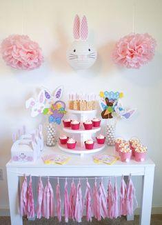 Easter Birthday Party, Bunny Birthday, 1st Birthday Parties, Birthday Party Decorations, Party Favors, Ostern Party, Diy Ostern, Bunny Party, Easter Crafts