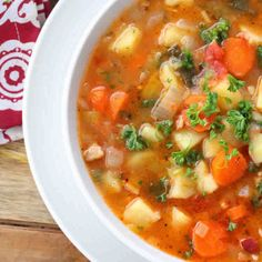 This delicious authentic German Potato Soup recipe is packed FULL OF FLAVOR and healthy veggies. It will satisfy both body and soul! German Potato Soup, German Potatoes, Winter Vegetable Soup, Winter Vegetables, Vegetable Dishes, Chili Recipes, Soup Recipes, Cooking Recipes, Cooking Time