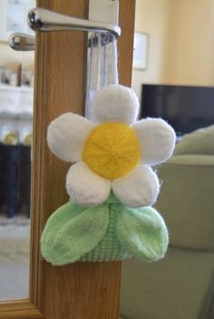 This unusual gift bag knitting pattern is an interesting Spring time twist on the character Baggles knitting patterns.