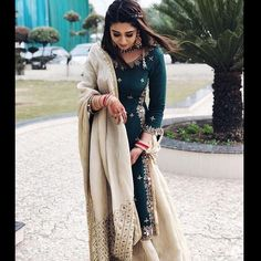 Great Custom Jewelry Pieces Made for Your Favorite Outfits Indian Wedding Outfits, Pakistani Outfits, Indian Outfits, Indian Dresses, Indian Attire, Indian Ethnic Wear, Patiala Suit Wedding, Embroidery Suits Punjabi, Indian Designer Suits