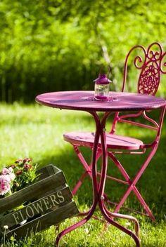Cozy place in garden** Garden Deco, Love Garden, Garden Furniture, Outdoor Furniture Sets, Murs Roses, Raspberry Tea, Grandmas Garden, Outdoor Tables, Outdoor Decor