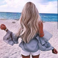 long loose beach curls is our fav summer hairstyle!