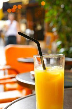 Un zumo de naranja para tomar después del colegio, ¡qué rico! #zumo #merienda #ninos