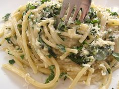 Fast & Easy Dinner: Creamy Lemon Spaghetti, this sounds AMAZING, I LOVE lemon flavored food.