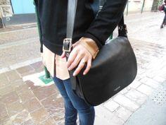 Pull - Gap // Chemise en soie - Carven // Jeans - H&M // Bottines - Zara // Sac - Coach