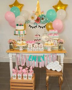 Decoração Unicórnio linda Por If you can DREAM it you can do it! How sweet is this Unicorn party? I created a light and fresh look with a pretty pastel palette with a pop of gold Hope you enjoy it! Unicorn Themed Birthday Party, Baby Girl 1st Birthday, Bday Girl, Birthday Party Decorations, Rosalie, Unicorn Baby Shower, Baby Shower Parties, Pastel Palette, Pretty Pastel
