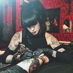 "Kat Von D (@thekatvond) ""Tattoo time at @highvoltagetat ⚡️"""