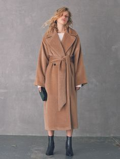 This seasons women's coats, jackets & blazers from Jigsaw are more beautiful than ever. Discover Italian wool designs, bold colours, contemporary macs, trench coats and more. Beige Coat, Camel Coat, Max Mara Coat, Clothing Items, Winter Coat, Coats For Women, Outerwear Jackets, Winter Fashion, Street Style