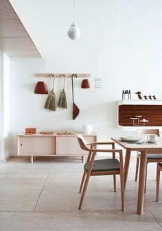 Love the colour scheme. Olive green, burnt red, natural wood, white and a dash of charcoal. intérieur pastel wood