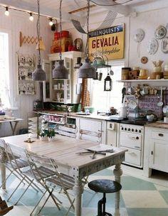 A 1940's Retro Theme For Your Kitchen | Kitchen  #vintage #kitchen #vintagekitchen