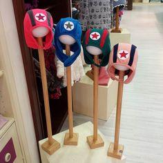 Hola...si llega por fin el frío encantados!!! y sinó  aquí estamos #nins #ninsmanresa #kikkid #picoftheday #photooftheday #bestoftheday #kidsfashion #scandifashion #love #beautiful #instalike #instadaily #instagood #hats #hat #star #gorros #modainfantil #moda #kids #ootd #fashion