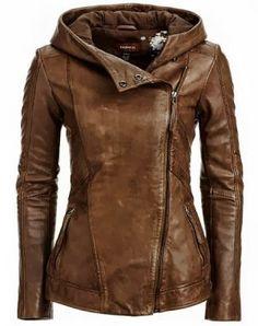 Mooie leren jas in cognac kleur met hoodie.