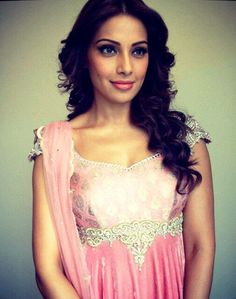 Bipasha Looked Gorgeous In A Pink Dress At Jaipur During Promote Aatma, Bipasha Basu At Jaipur To Promote Aatma In Yasoda Devi College Indian Wedding Outfits, Wedding Dresses, Indian Bollywood Actress, Hairstyles With Bangs, Looking Gorgeous, Jaipur, Pink Dress, One Shoulder Wedding Dress, Actresses