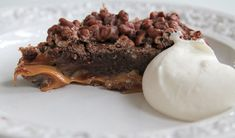 Den godaste kladdkakan ever! / The best mudcake ever! Gooey Chocolate Cake, Chocolate Cheesecake Brownies, Salted Caramel Chocolate, Swedish Recipes, Sweet Recipes, Yummy Food, Tasty, Baking With Kids, Pie Dessert