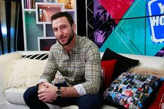 News Photo : Pablo Schreiber visits the Young Hollywood Studio. Mad Sweeney, Pablo Schreiber, Bryan Fuller, Julian Casablancas, Old Dominion, American Gods, Famous Men, Dream Guy, Man Crush