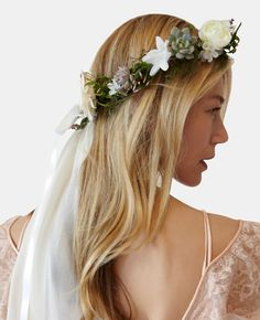 obsessed with this floral veil // Stone Fox Bride The Carrie Dewdrop