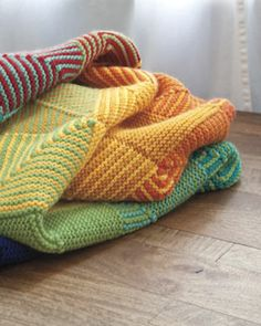 Hue Shift Afghan Kit - Rainbow by Kerin Dimeler- Laurence