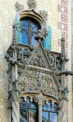 Gaudí Barcelona Gaudi, Travel Around The World, Around The Worlds, Barcelona, Spain Travel, Small Towns, Arches, Frame, 2d