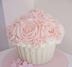 t-okimeki: Giant cupcake cake by (Cupcake Creations by Cassandra)