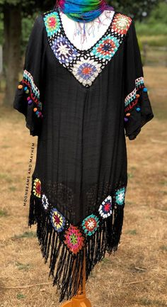 Striking layla bohemian cover up - tunic - . Striking layla bohemian cover up - tunic - Bohemian Living, Bohemian Style, Boho, Hippie Style, Dress Patterns, Crochet Patterns, Hippie Crochet, Crochet Cover Up, Bikini Cover Up