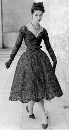 Kouka Denis in two-piece guipure lace dress by Yves Saint Laurent for Christian Dior, 1958 Moda Vintage, Dior Vintage, Moda Retro, Vintage Couture, Vintage Mode, Vintage Hats, Vintage Style, Fifties Fashion, Retro Fashion