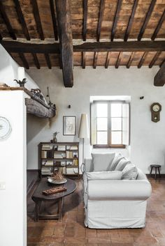 Ebbio's fireplace, relax, summer, chilling homey, cosy, countryside, semplicity, contemporary art gallery,   hospitality, agriturismo, retrat, holyday, vacation, italian villa tuscany, monteriggioni, siena, teambuilding, retreat, seminary, teachertraining, yoga, family, holyday  credits: @sibilladevuono homedecor, recicled, antique, treasure finder, stylist  @romainricard picture @camilletricoire flowers and composition