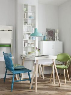 How to organize small living rooms. Examples and ideas to help you furnish and organize your small living room.