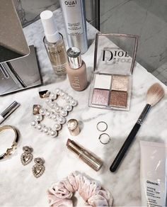 Image uploaded by A🌊. Find images and videos about beauty, makeup and jewelry on We Heart It - the app to get lost in what you love. Cream Aesthetic, Classy Aesthetic, Aesthetic Makeup, Makeup Inspo, Makeup Inspiration, Clear Skin Face, Beauty Makeup Photography, Cosmetic Photography, Accesorios Casual