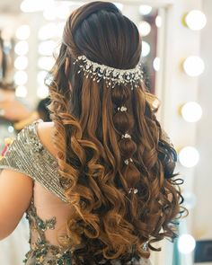 Hair Style Accessories for Indian Wedding Hairstyles – beautiful hair styles for wedding Bridal Hair Buns, Bridal Hairdo, Hairdo Wedding, Long Hair Wedding Styles, Long Hair Styles, Bridal Hairstyle For Reception, Open Hairstyles, Indian Wedding Hairstyles, Easy Hairstyles For Long Hair