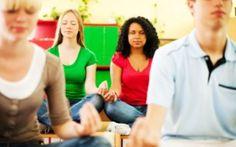 Adolescenti che meditano e si autoconoscono Siamo abituati a pensare che le persone in età adolescenziali non siano interessate ai temi profondi meditazione psicologia adolescenti