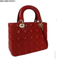 Сумка Диор модель Lady Dior из натуральной кожи красного цвета с золотистой фурнитурой