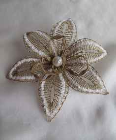 Pocukrované zlato Paper Flowers Diy, Lace Flowers, Crochet Flowers, Fabric Flowers, Lace Jewelry, Textile Jewelry, Lace Art, Lacemaking, Bobbin Lace
