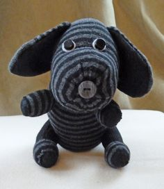 20 Free Cute & Cuddly DIY Stuffed Animal Patterns you can make yourself! Softie Pattern, Dog Pattern, Stuffed Animal Patterns, Diy Stuffed Animals, Stuffed Toys, Sock Monster, Sock Snowman, Diy Dog Toys, Sock Animals