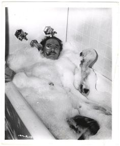 Groucho Marx in Bubble Bath, Hollywood