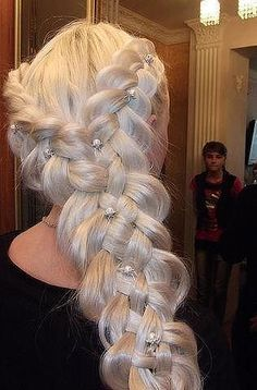 Beautiful Hairstyles for Long Hair | Russian Beauty http://mybeautiness.com/beautiful-hairstyles-for-long-hair/