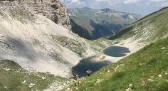 Posto a 1.941 metri s.l.m il Lago di Pilato è l'unico specchio d'acqua naturale delle Marche e di certo quello che per posizione e storia ha più fascino.