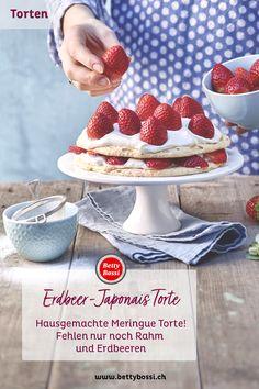 Erdbeeren, vereint mit Vanille, Rahm und knusprigen Meringue-Macadamia-Schichten. Ein kleines Törtchen, das für grosse Begeisterung sorgen wird. Meringue, Cereal, Breakfast, Desserts, Food, Vanilla, Strawberries, Home Made, Dessert Ideas
