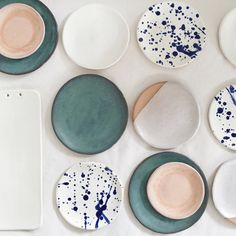 We are obsessed with ceramic plates. Check out her mugs, too! ANNA EAVES - Decoration for House Ceramic Plates, Ceramic Pottery, Ceramic Art, Teller Set, Deco Design, Deco Table, Kitchenware, Decoration, Dinnerware
