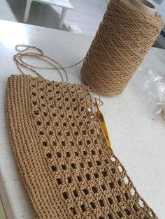 Free Crochet Bag, Knit Crochet, Knitting Patterns, Crochet Patterns, Bag Pattern Free, Creative Textiles, Patchwork Bags, Crochet Handbags, Crochet Fashion