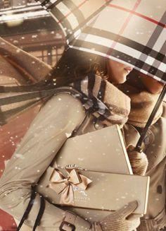 """Burberry te facilita una lista de regalos para hombre y mujer con su campaña navideña """"with love"""""""