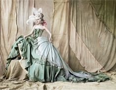 Stella Tennant photographed by Mario Testino. I love the dishevelled Marie Antoinette look to this.