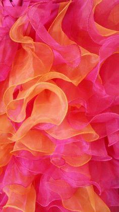 Volants de robe. Orange et rose   Ruffle skirt. Pink and orange.