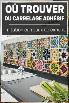 Cliquez sur cette épingle pour accéder à la liste des boutiques en ligne qui vendent du carrelage adhésif imitation carreaux de ciment ! Dalle Adhesive, Spanish Kitchen Decor, Hime Decor, Credence Adhesive, Bathroom Design Layout, Home Staging, Home Remodeling, Boutiques, Sweet Home
