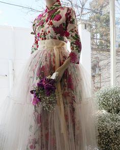 Korean Traditional Clothes, Traditional Fashion, Traditional Dresses, Hanbok Wedding, Korea Dress, Mode Kimono, Modern Hanbok, Korean Wedding, Dress Tutorials