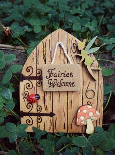 Etsy の Magical Fairy door Fairies Welcome by SomethingsBurningArt Diy Fairy Door, Fairy Garden Doors, Fairy Garden Houses, Tooth Fairy Doors, Fairy Gardens, Fairy Crafts, Garden Crafts, Diy And Crafts, Clay Fairies